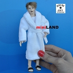 x080 Heidi Ott Dolls House Doll, Man in a White Robe